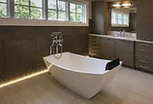 1525-Canterbury-Glenview - Master Bathroom Tub - Globex Developments Custom Homes