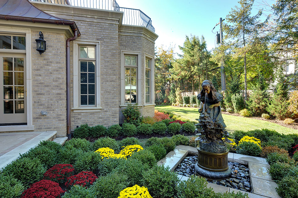 1620-Meadow-Glenview - Backyard-Fountain - Globex Developments Custom Homes