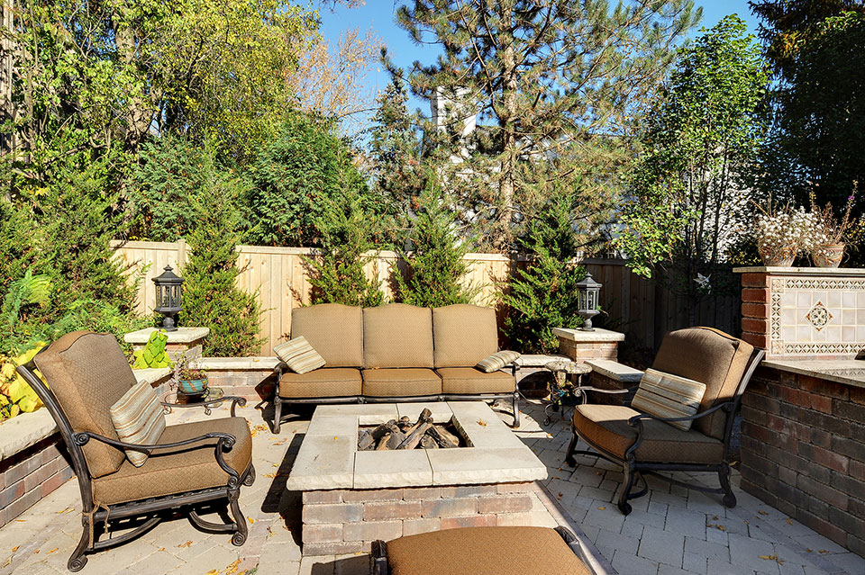 1620-Meadow-Glenview - Patio-FirePit - Globex Developments Custom Homes