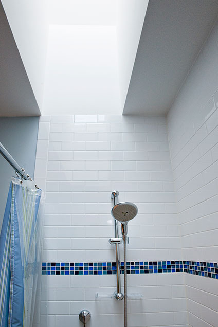 1909-Larkdale - BoysShower - Globex Developments Custom Homes
