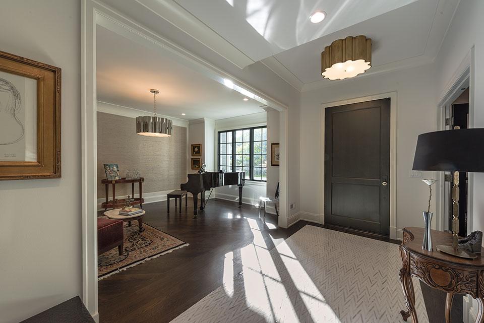 1943-Glen-Oak-Glenview - Entrance, Living Room - Globex Developments Custom Homes