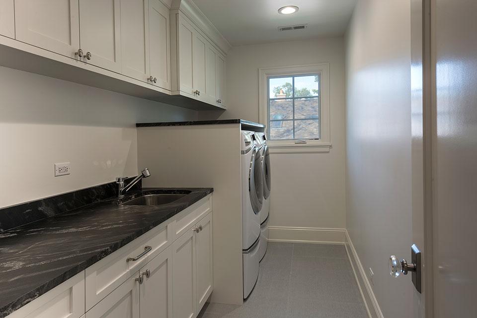 1943-Glen-Oak-Glenview - Laundry Room - Globex Developments Custom Homes