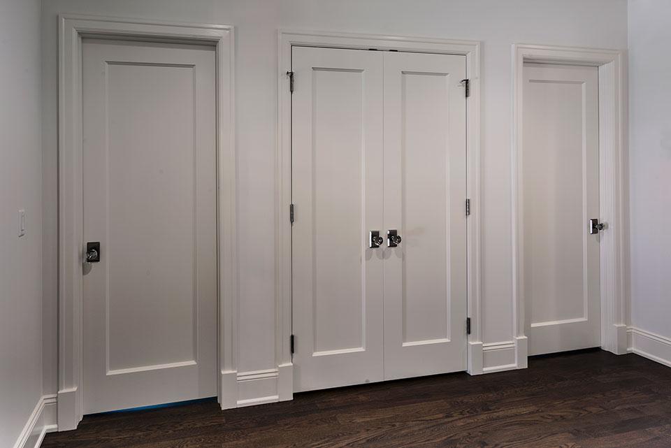 1943-Glen-Oak-Glenview - White Interior Doors - Globex Developments Custom Homes