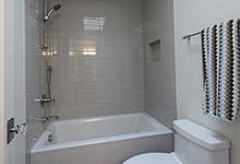 1943-Glen-Oak-Glenview - Jack and Jill Bathroom - Globex Developments Custom Homes