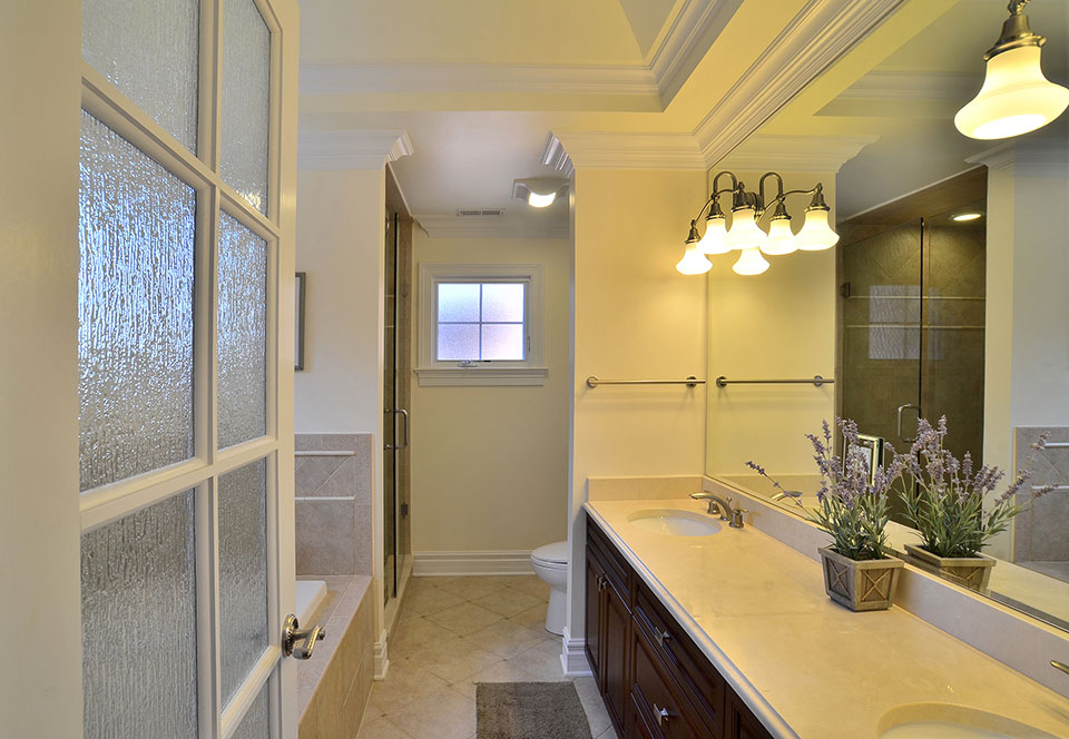 2203-Glenview - Bathroom-Entry - Globex Developments Custom Homes