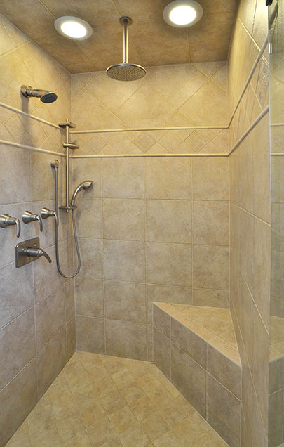 2203-Glenview - Bathroom-Shower-Vertical - Globex Developments Custom Homes