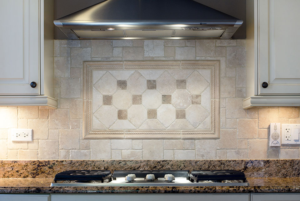2203-Glenview - Kitchen-Backsplash - Globex Developments Custom Homes