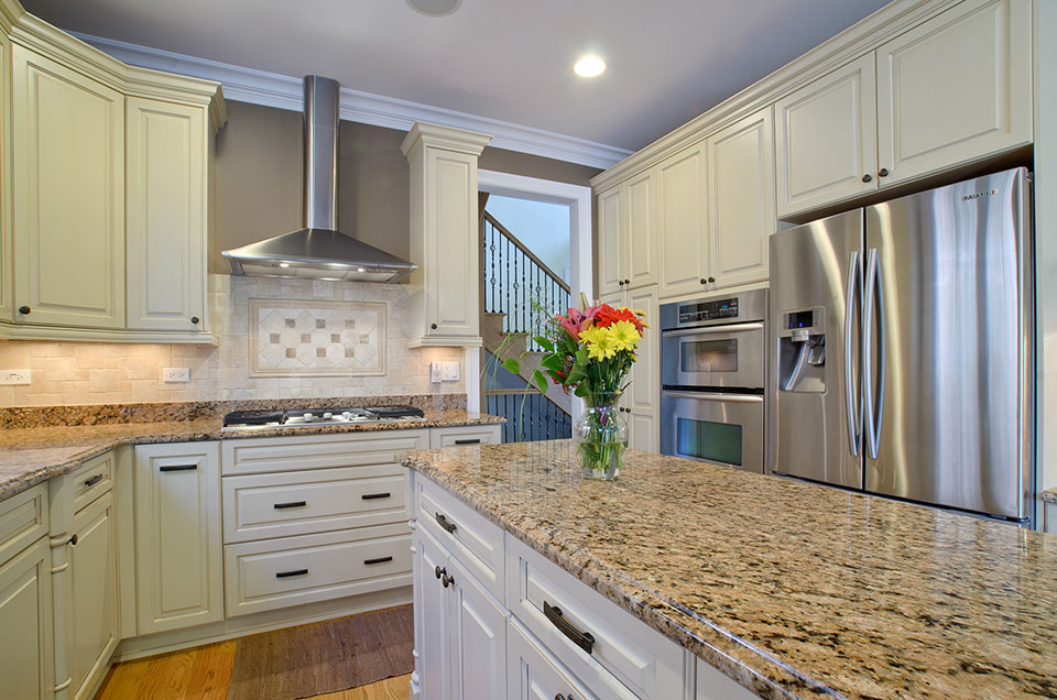 2203-Glenview - Kitchen-Counter - Globex Developments Custom Homes