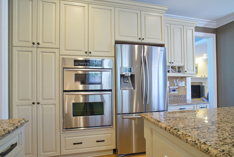 2203-Glenview - Kitchen-Stove-Microwave - Globex Developments Custom Homes