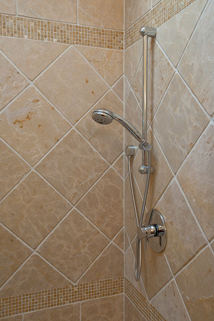2303-Henly - KidsBathroom-Shower - Globex Developments Custom Homes