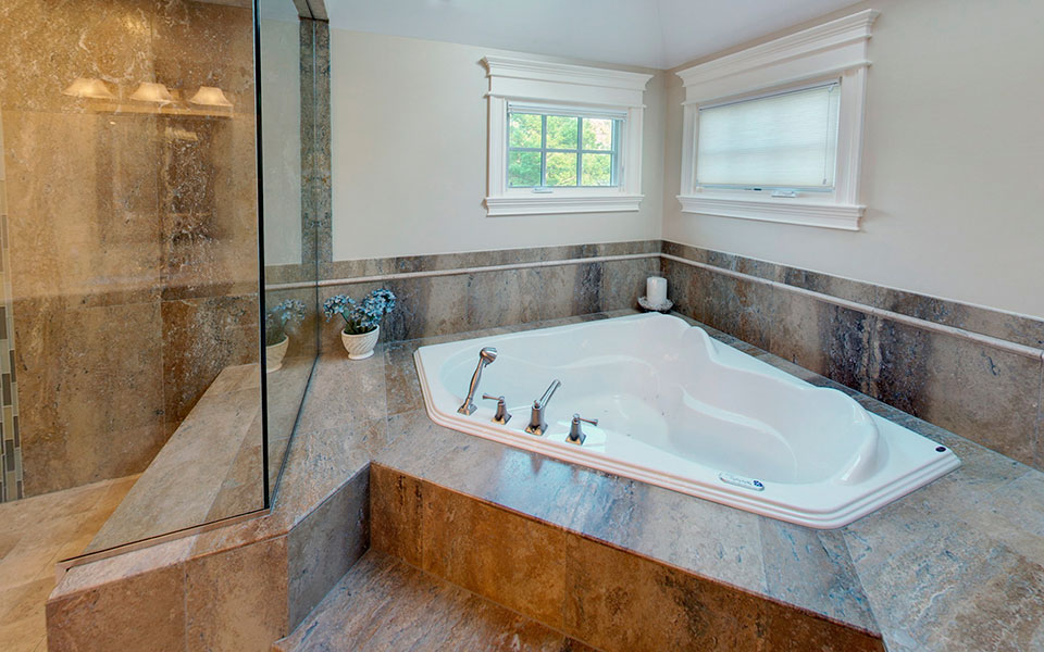 2303-Henly - MasterBathroom-Zacuzzi - Globex Developments Custom Homes