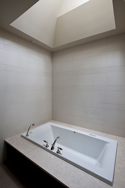 2315-Dewes - MasterBathroom-Jaccuzi - Globex Developments Custom Homes