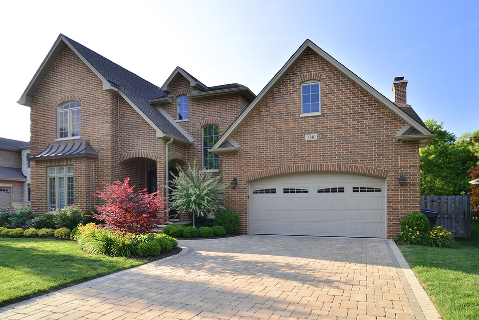 2340-Dewes - House-Side-Summer - Garage Door Gallery