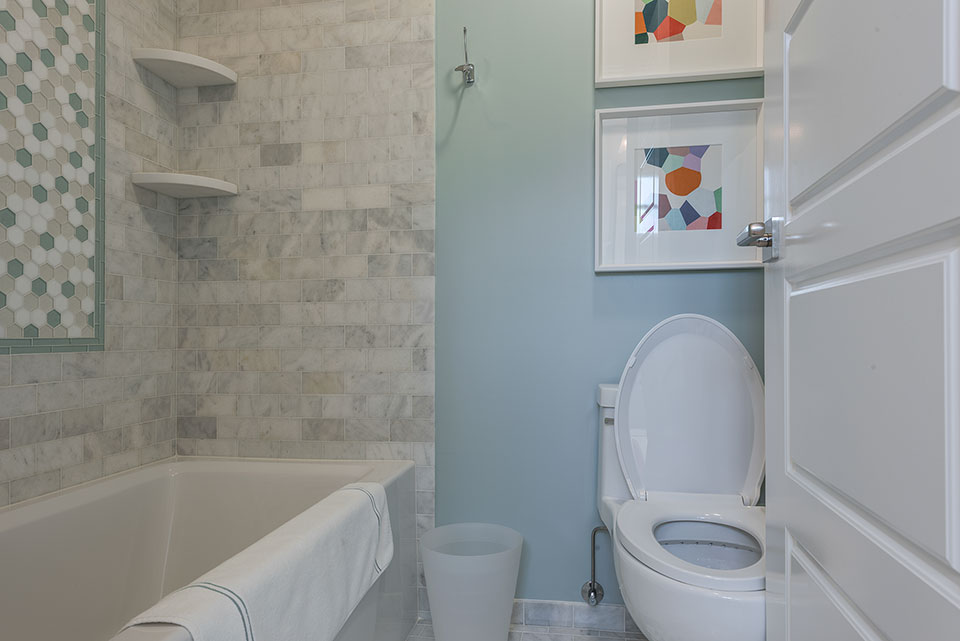 2430-Fir-St-Glenview - Jack-and-Jill-Bathroom-Tub - Globex Developments Custom Homes