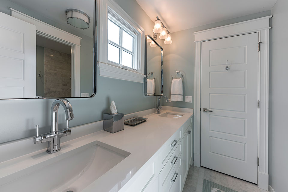2430-Fir-St-Glenview - Jack-and-Jill-Bathroom - Globex Developments Custom Homes