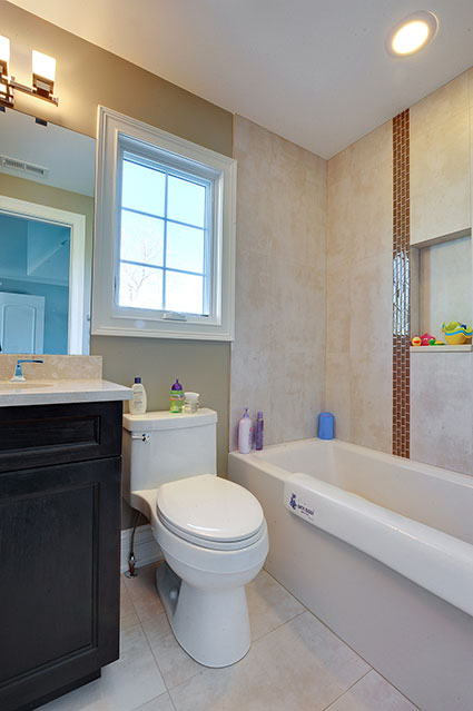 305-Neva-Glenview - Child-Bathroom-Angle - Globex Developments Custom Homes