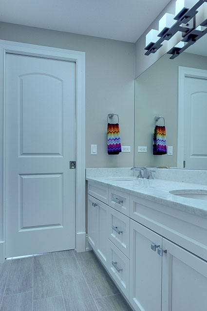 305-Neva-Glenview - JackJill-Bathroom - Globex Developments Custom Homes