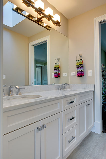 305-Neva-Glenview - JackJill-Vanity - Globex Developments Custom Homes