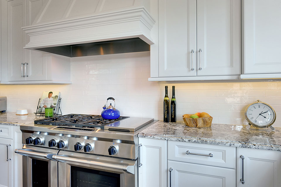 305-Neva-Glenview - Kitchen-Backsplash - Globex Developments Custom Homes