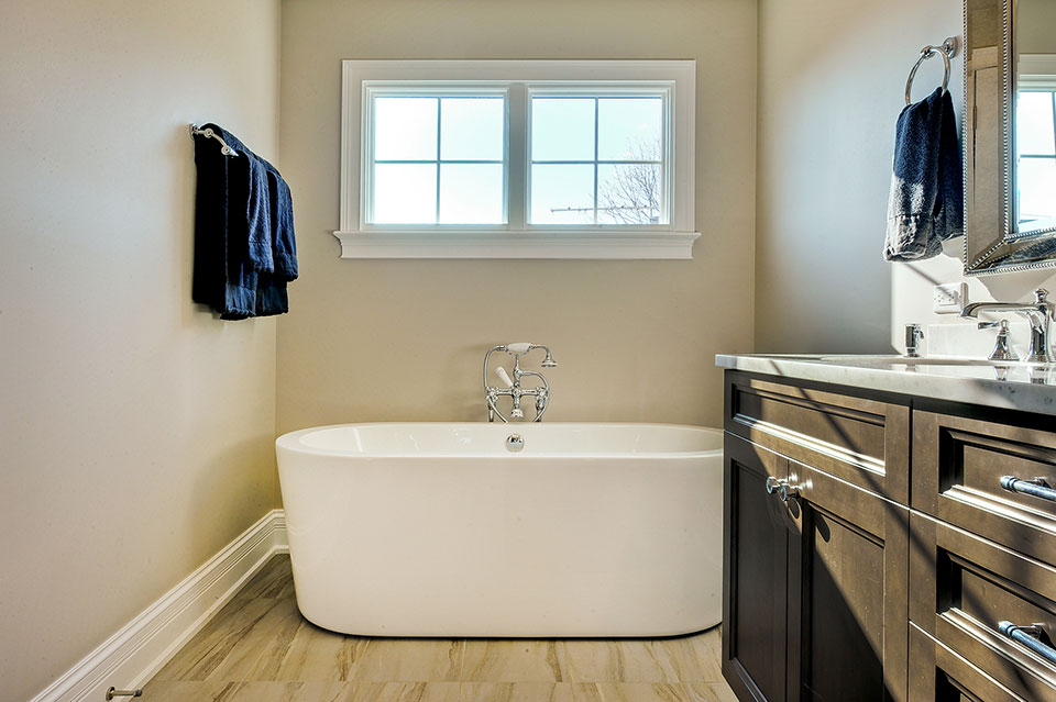 305-Neva-Glenview - Master-Bath - Globex Developments Custom Homes