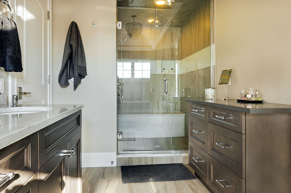 305-Neva-Glenview - Master-Bathroom-Cabinets - Globex Developments Custom Homes