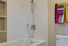 305-Neva-Glenview - JackJill Shower - Globex Developments Custom Homes