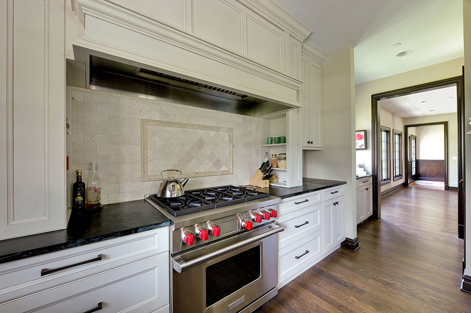 316-Luthin-Oak-Brook - Kitchen-Walkway - Globex Developments Custom Homes