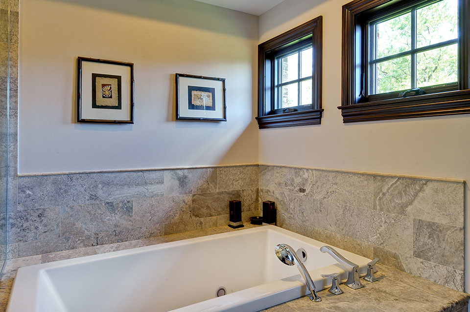 316-Luthin-Oak-Brook - Master-Bathroom-Tub - Globex Developments Custom Homes