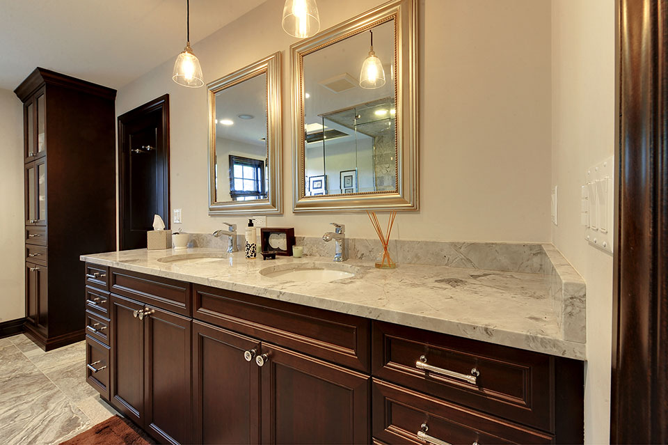 316-Luthin-Oak-Brook - Master-Bathroom-Vanity - Globex Developments Custom Homes