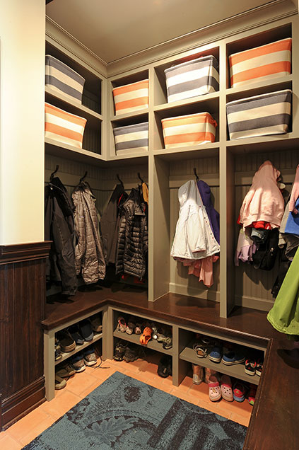 316-Luthin-Oak-Brook - Mudroom-Shelves - Globex Developments Custom Homes