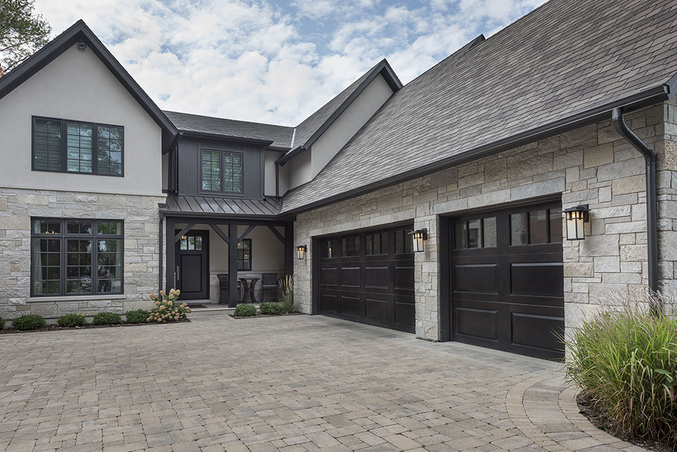 326-Country - House-Front,-Garage-Doors - Globex Developments Custom Homes