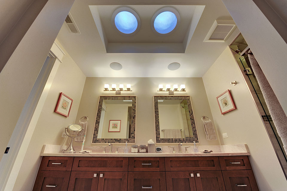 803-Solar-Glenview - Masterbath-Skylights - Globex Developments Custom Homes
