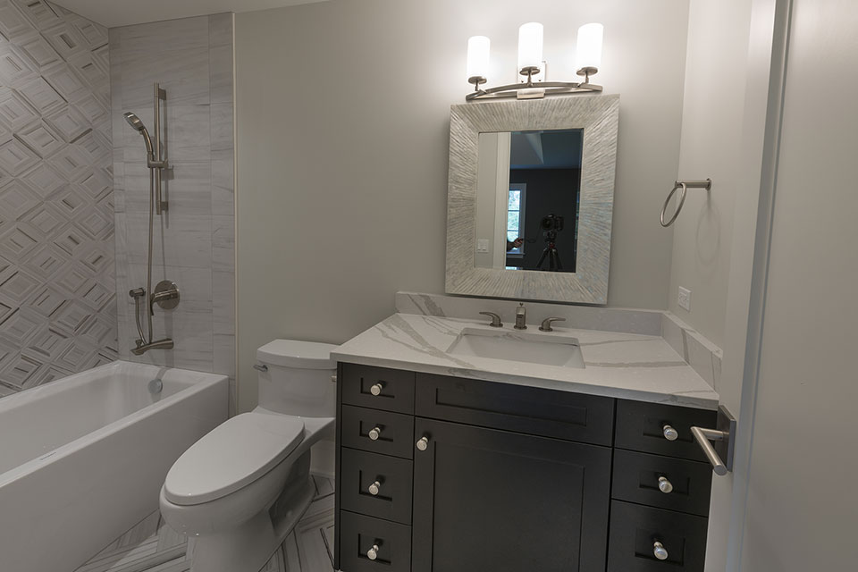 825-Lenox-Glenview - Bathroom,-Vanity - Globex Developments Custom Homes