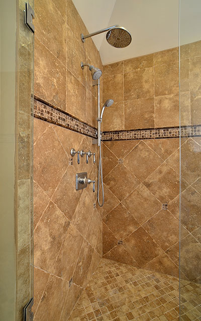 920-Crescent - Bathroom-Shower-Vertical - Globex Developments Custom Homes