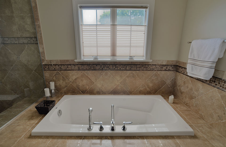 920-Crescent - Master-Bathroom-Tub - Globex Developments Custom Homes