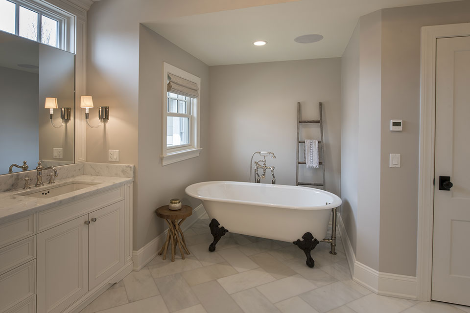 Glenview-Coastal - Master-Bathroom-Tub - Globex Developments Custom Homes