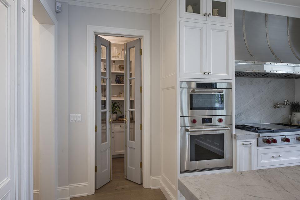 Glenview-Coastal - Pantry Door Open - Globex Developments Custom Homes